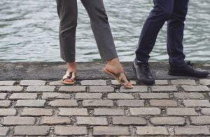French Theo sandales dorées et chaussures de ville