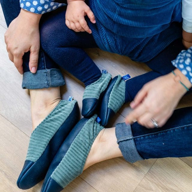 https://www.marques-de-france.fr/wp-content/uploads/2021/02/Les-pas-petits-chaussons-enfants-adultes-640x640.jpg